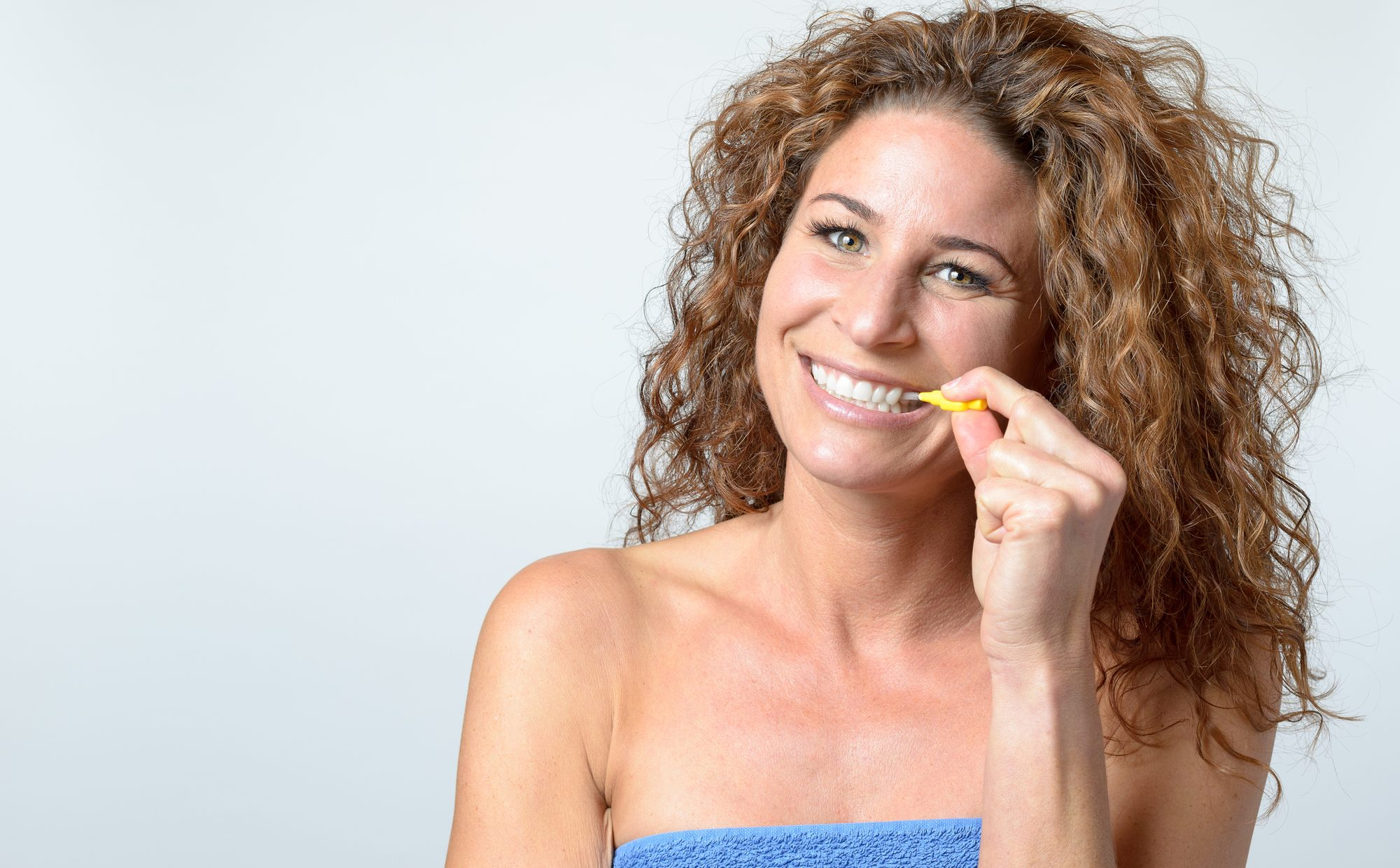 advantages of cleaning teeth with interdental brushes